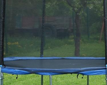 trampolin_mit_netz_